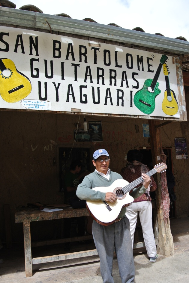 Homero Uyaguari, world class guitar maker